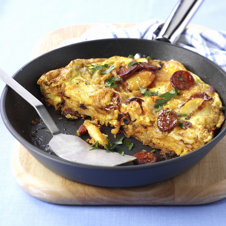low cal: Potato tortilla with chorizo in frying pan LANG_EVOIMAGES
