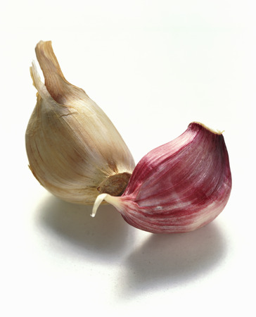 unpeeled: Unpeeled garlic cloves LANG_EVOIMAGES