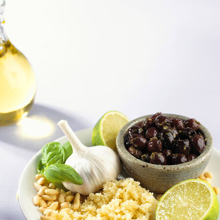 pine kernels: Couscous, pine nuts, garlic and black olives