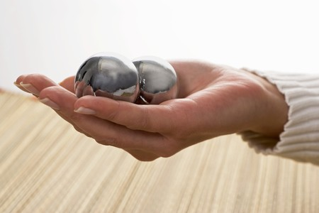 qi: Qi Gong balls in a woman's hand LANG_EVOIMAGES
