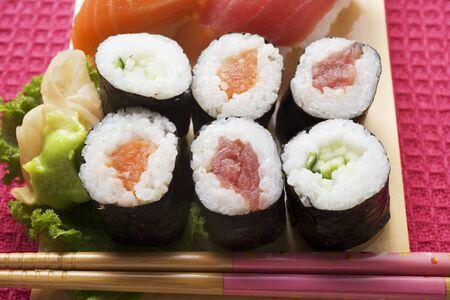 maki sushi: Assortiment de maki sushi LANG_EVOIMAGES