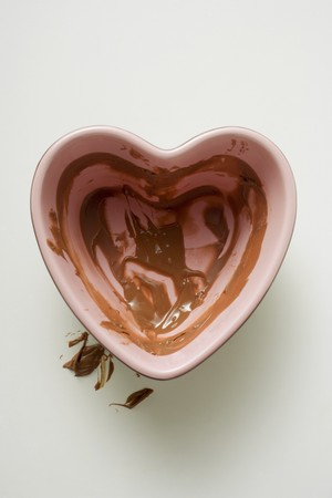 overs: Heart-shaped bowl with remains of chocolate sauce LANG_EVOIMAGES