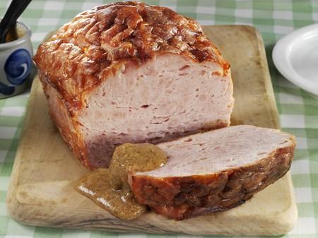 albondigas: Leberkse (un tipo de pastel de carne) con mostaza dulce