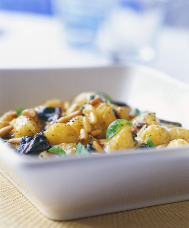 pine kernels: New potato salad with pine nuts and basil LANG_EVOIMAGES