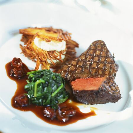 qs: Grilled beef steak with spinach