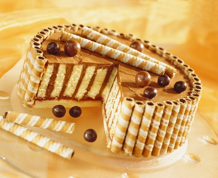 cream cake: Chocolate cream cake with wafer rolls LANG_EVOIMAGES