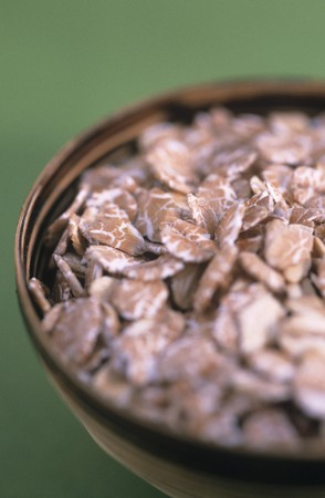 rolled oats: Rolled oats in a bowl