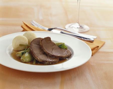 olla barro: La carne de venado cocido en olla de barro