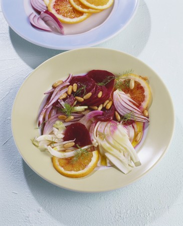 pine kernels: Beetroot salad with pomelo, fennel and pine nuts