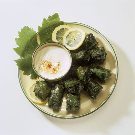 wijnbladeren: Gevulde wijnbladeren met yoghurtsaus