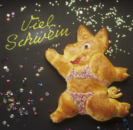 figurative: Baked pig (bread dough), the words Viel Schwein (New Year wish)
