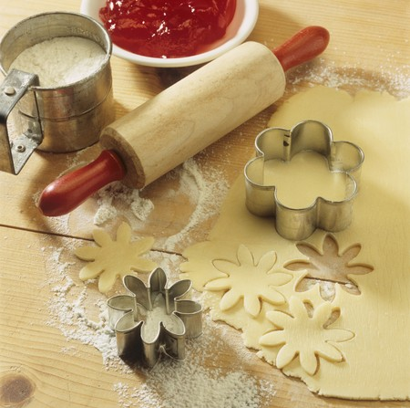 pastry cutters: Baking scene with pastry, biscuit cutters, rolling pin LANG_EVOIMAGES