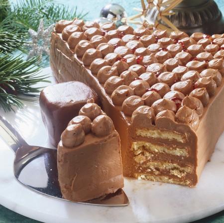 cream on cake: Torta de la crema en forma de �rbol de Navidad, una pieza cortada