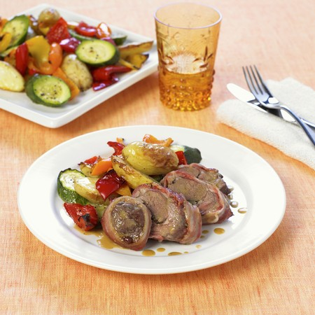 casings: Bacon-wrapped lamb rolls with garlic & roasted vegetables