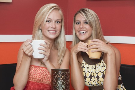 18 25 year old: Two blond girls in caf� LANG_EVOIMAGES
