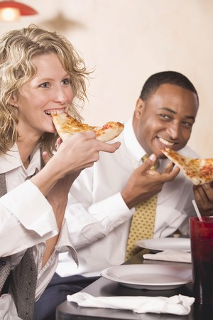 35 to 40 year olds: Man and woman eating pizza LANG_EVOIMAGES