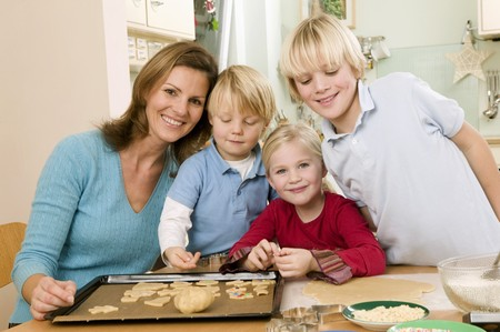 four year olds: Mother and three children baking biscuits LANG_EVOIMAGES