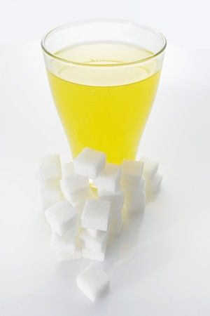soda pops: Orangeade & sugar cubes (picture symbolising high sugar content)