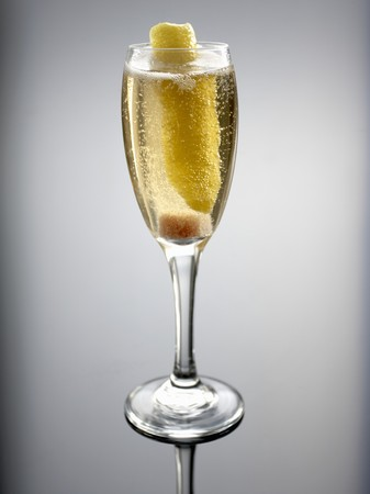 champers: Champagne cocktail LANG_EVOIMAGES