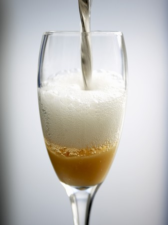 champers: Pouring a Bellini