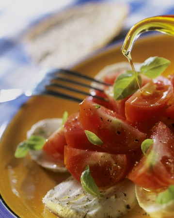 sprinkling: Sprinkling insalata caprese with olive oil