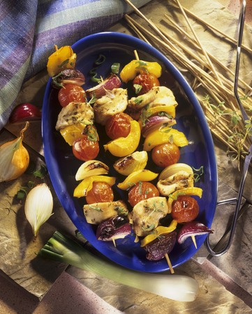 qs: Grilled poultry and vegetable kebabs LANG_EVOIMAGES
