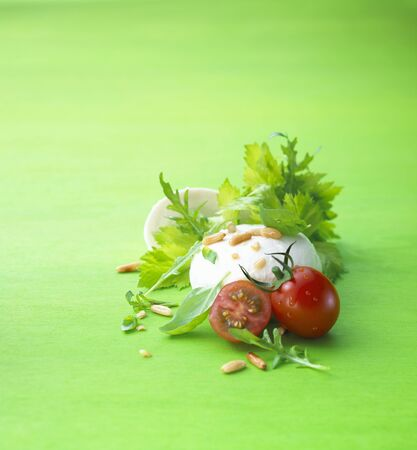 pine kernels: Mozzarella with salad leaves and tomatoes