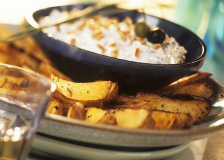 potato wedges: Potato wedges with herb quark LANG_EVOIMAGES