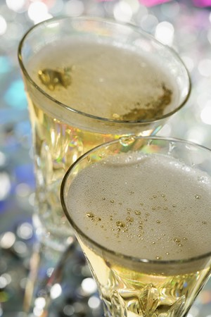 champers: Two glasses of champagne LANG_EVOIMAGES