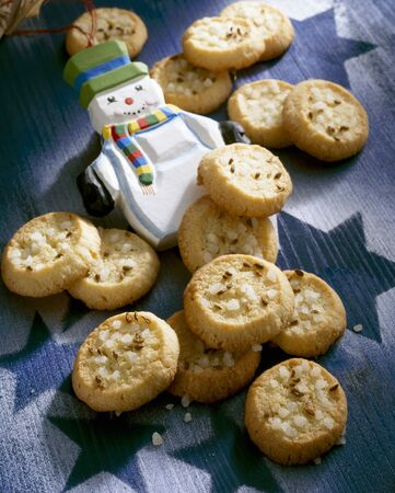 Tyrolean aniseed cookies with pearl sugar & snowman figure LANG_EVOIMAGES