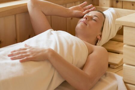 35 to 40 year olds: Woman lying in a sauna