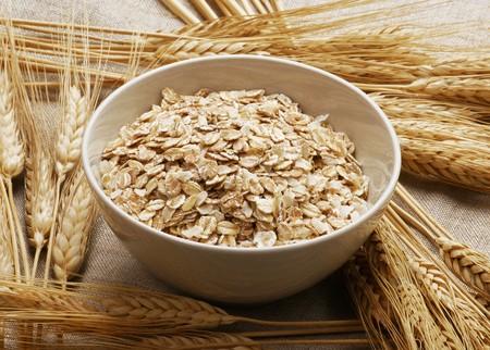 avena en hojuelas: Taz�n de copos de avena y los o�dos de los cereales