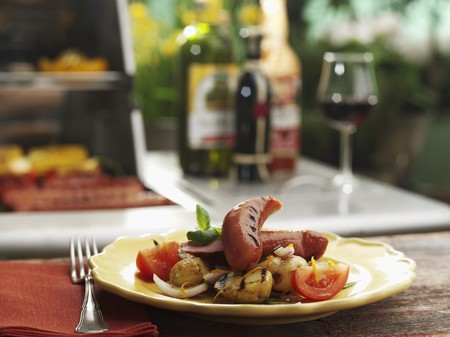 grilled sausages: Grilled sausages with potatoes