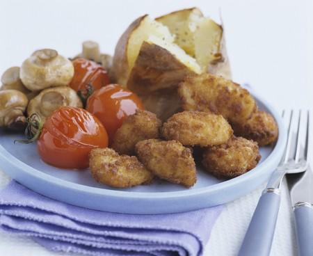 nuggets de poulet: Nuggets de poulet avec tomates, champignons et pommes de terre au four LANG_EVOIMAGES