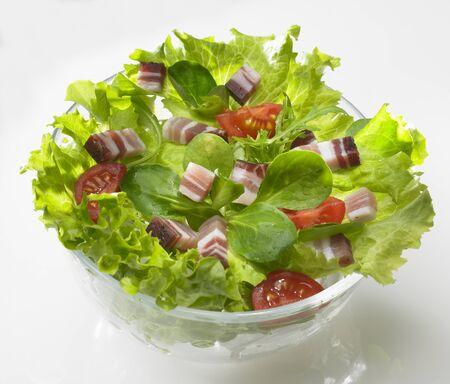 pancetta cubetti: Insalata verde con pancetta e pomodori a dadini