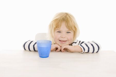 bubbling: Little girl with beaker of water LANG_EVOIMAGES