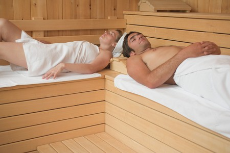 35 to 40 year olds: Woman and man lying in a sauna