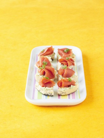 water cress: Salmon and watercress cream appetisers LANG_EVOIMAGES