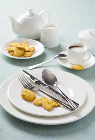 coffeepots: White place-setting with biscuits and coffee