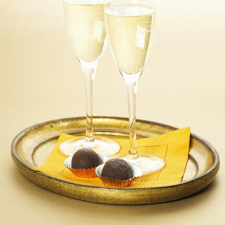 champagne truffles chocolate: Two Glasses of Champagne with Two Dark Chocolate Truffles