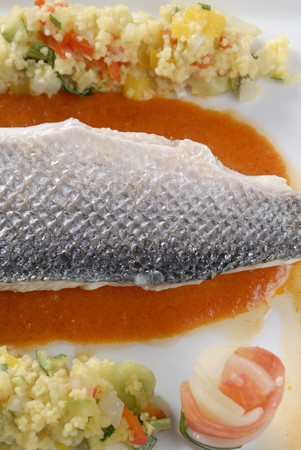 catfish: Siluro en salsa de tomate con cusc�s vegetal LANG_EVOIMAGES