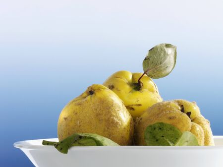 quinces: Quinces in a bowl