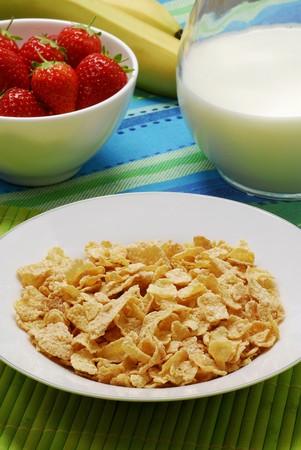 cornflakes: Cornflakes, strawberries and milk
