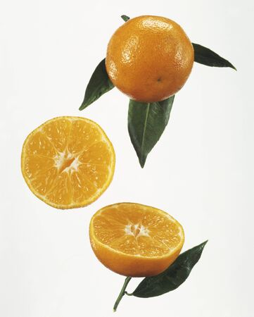 clementine: Whole clementine and halved clementine