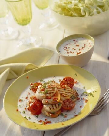 barbecues: Grilled scallops with tomatoes LANG_EVOIMAGES