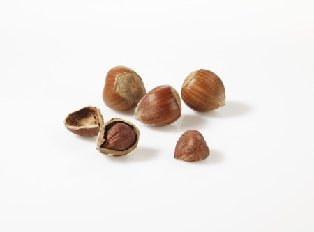 shelled: Hazelnuts, shelled and unshelled LANG_EVOIMAGES