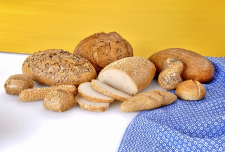 several breads: Various types of bread and bread rolls LANG_EVOIMAGES