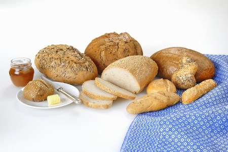 several breads: A variety of breads and rolls with butter and marmalade LANG_EVOIMAGES