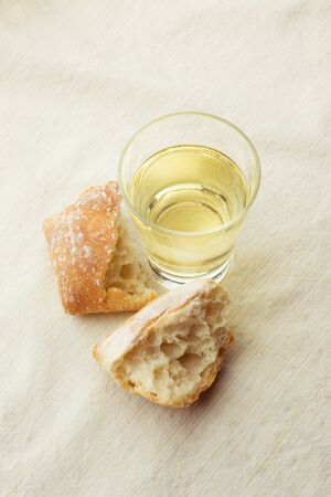 crusty: Glass of White Wine with Crusty Roll LANG_EVOIMAGES