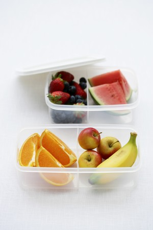 tupperware: Fresh fruit in plastic boxes LANG_EVOIMAGES